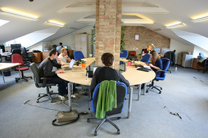 5 Signs You Need A Coworking Space (And How To Find One)